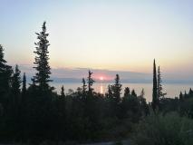 widok na słońce wschodzące nad Albanią